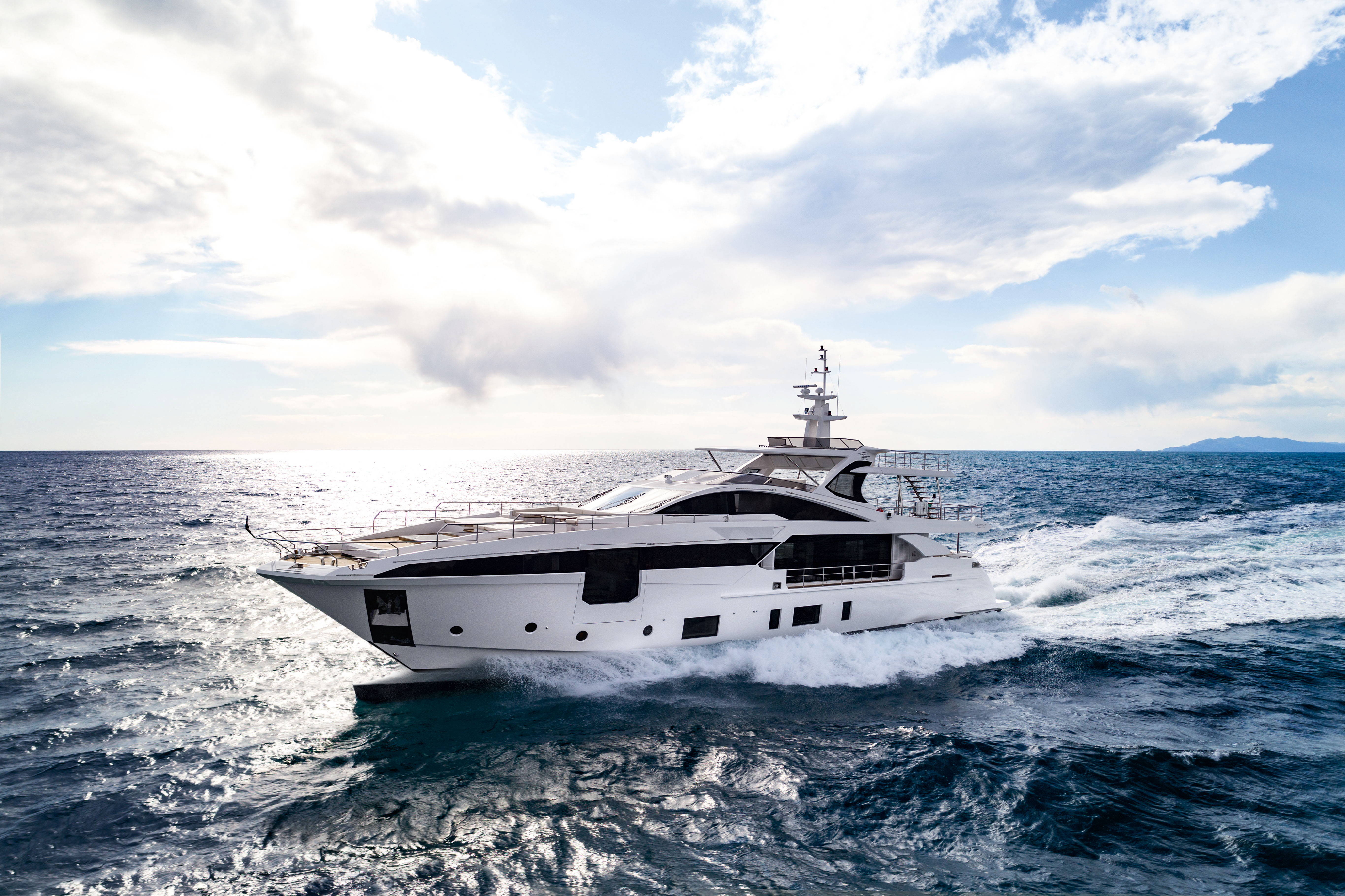 Azimut Yachts World Premieres at the Cannes Yachting Festival