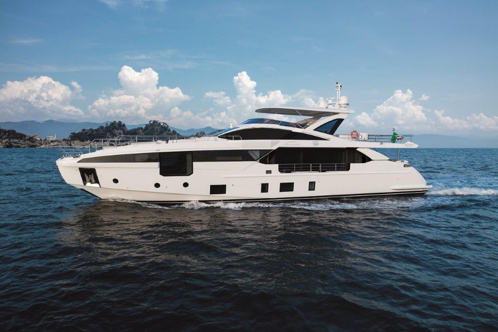 The new Azimut Grande 32 m by Achille Salvagni