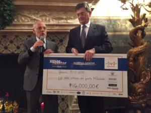 GPappalardo consegna a SBalleari la donazione del mondo dello Yachting