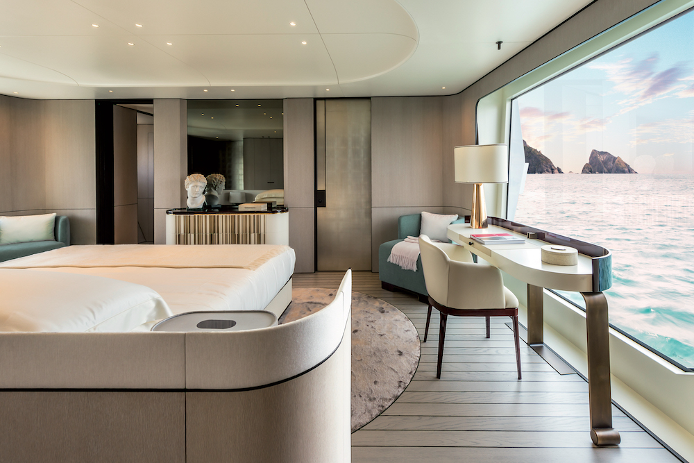 Onboard Azimut Grande 35m
